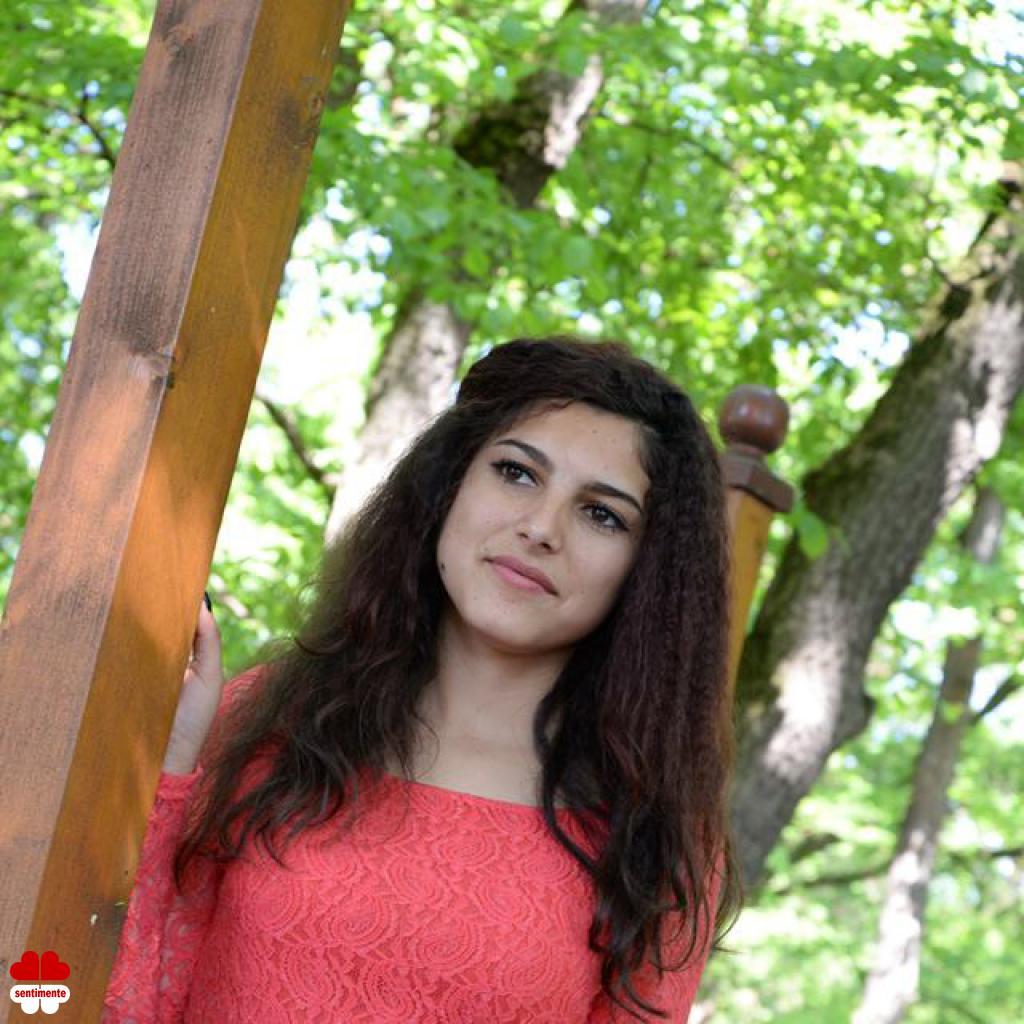 Femei PETROSANI | Anunturi matrimoniale cu femei din Hunedoara | vipescorte.ro